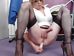 holly shoots a load hands-free with her didlo
