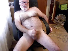 My finest Daddybear stroking and spunking