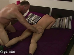 Balding queer father inserts the bung of a nice fellow