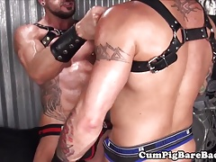 Dangerous man barebacking leather cub